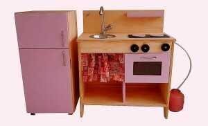 Cozinha Infantil de madeira com geladeira - Oque é Oque é? - Mundo Rosa